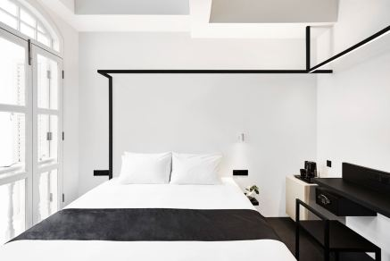 Bedroom-with-black-accents