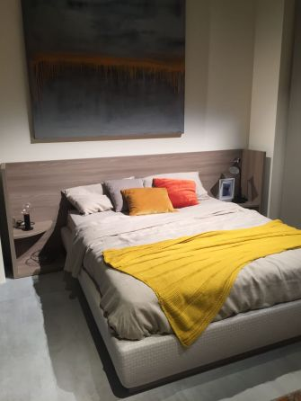 Bright-the-bed-with-colorful-pillows