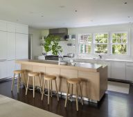 Colonial-home-with-sleek-interior-design