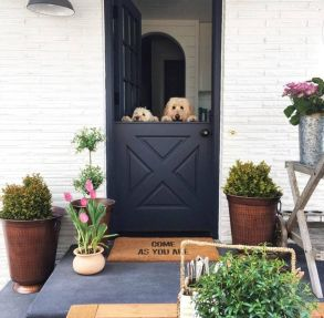 Cottage-Style-Home-Porch-Pots