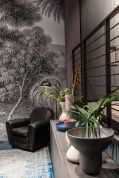 Decorating-the-walls-with-large-floral-leaf-patterns