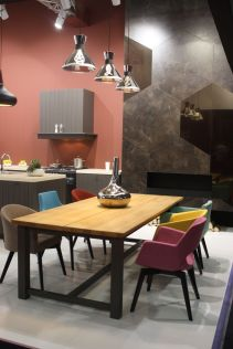 Dining-table-with-colorful-chairs-Create-the-illusion-of-space