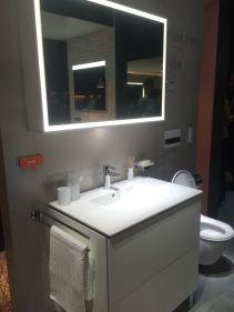 Give-the-bathroom-a-thorough-cleaning-bathoom