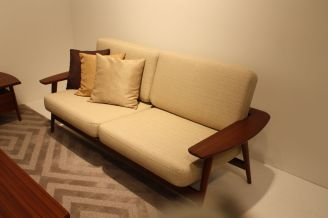 Hida-small-couch-design