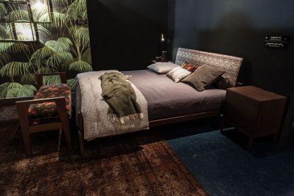 Legend-bedroom-floral-pattern-wallpaper