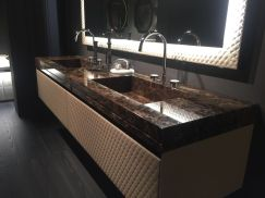 Luxury-bathroom-with-double-vanity
