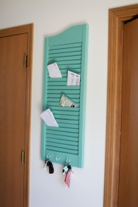 Mail-holder-for-entryway-from-old-shutter
