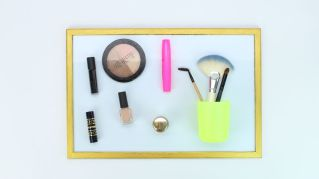 Makeup-with-a-Magnetic-Board