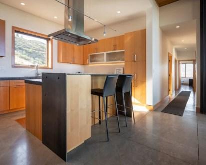 Midcentury-modern-cabin-design-kitchen