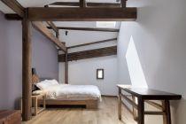 Minimalist-bedroom-with-exposed-wood-beams