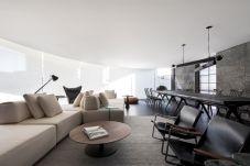 Modern-Elegant-Bachelor-Pad-living-interior