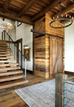 Modern-ranch-home-in-Colorado-barn-doors