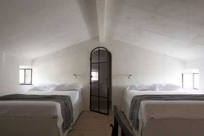 Provence-bedroom-decor-with-white-walls-and-shared-beds