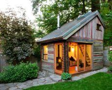 Rustic-tiny-house-on-the-backyard