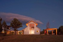 Serene-ranch-house-in-Colorado