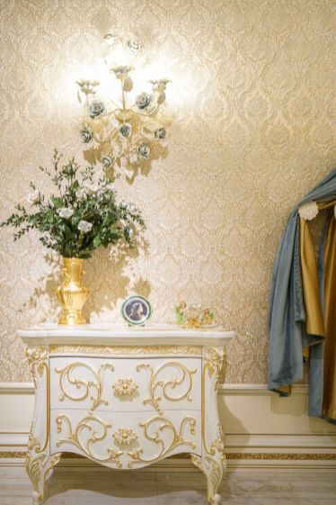 Small-Baroque-White-Storage-Nightand-flowers-on-top-gold-wallpaper