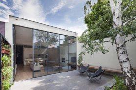 Small-Victorian-home-Decor-courtyard-backayrd