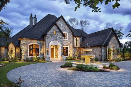 Traditional-English-manor-house-with-opulent-details-in-Texas
