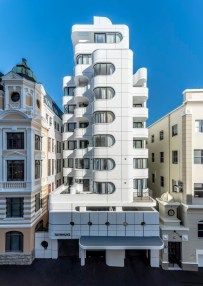 Tuynhuys-Apartment-Building-by-Robert-Silke-Partners