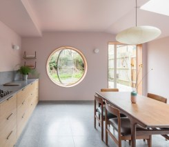 Uk-Victorian-house-extension-by-designed-by-Simon-Astridge-round-window