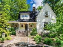Victorian-farmhouse-in-Georgia