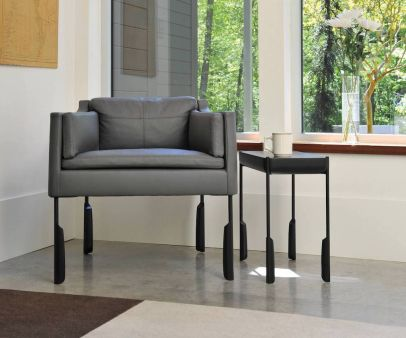 skram-altai-easy-chair-and-table-with-modern-legs