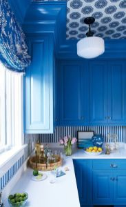 a-bright-blue-kitchen-with-a-striped-backsplash-and-a-bold-wallpaper-ceiling-looks-siper-bright-and-very-elegant-seaside-inspired