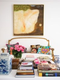 colorful-and-airy-spring-living-room-designs-4