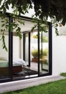 daring-glass-bedroom-design-ideas-24-554x786