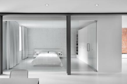 daring-glass-bedroom-design-ideas-4-554x367