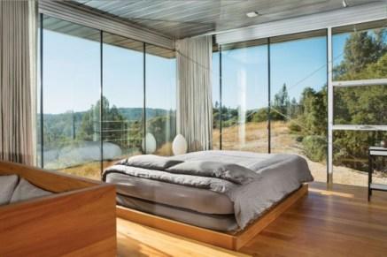 daring-glass-bedroom-design-ideas-5-554x369