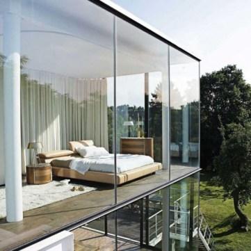 daring-glass-bedroom-design-ideas-6-554x554