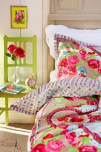 dreamy-spring-bedroom-decor-ideas-12