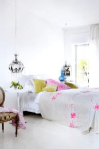 dreamy-spring-bedroom-decor-ideas-22