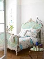 dreamy-spring-bedroom-decor-ideas-26