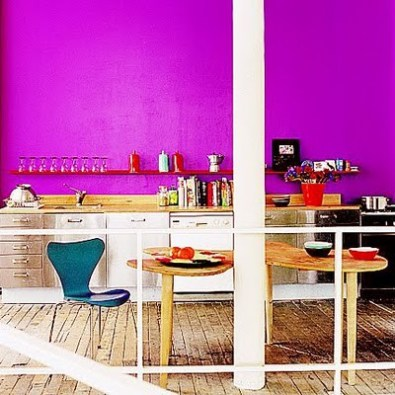 kitchen-with-vibrant-wall