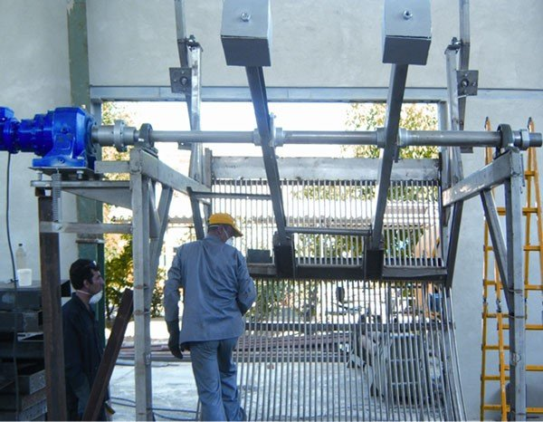Mechanically cleaned screens (Mojan engineering)