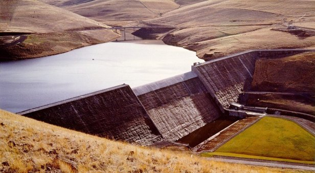 Willow Creek dam, United States (Wikipedia)