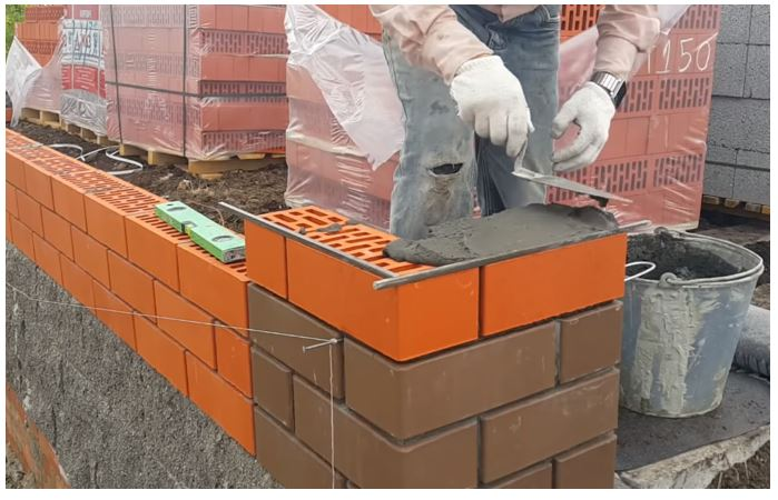 Cement mortar used for laying of bricks (Source YouTube-Слава Храмцов)