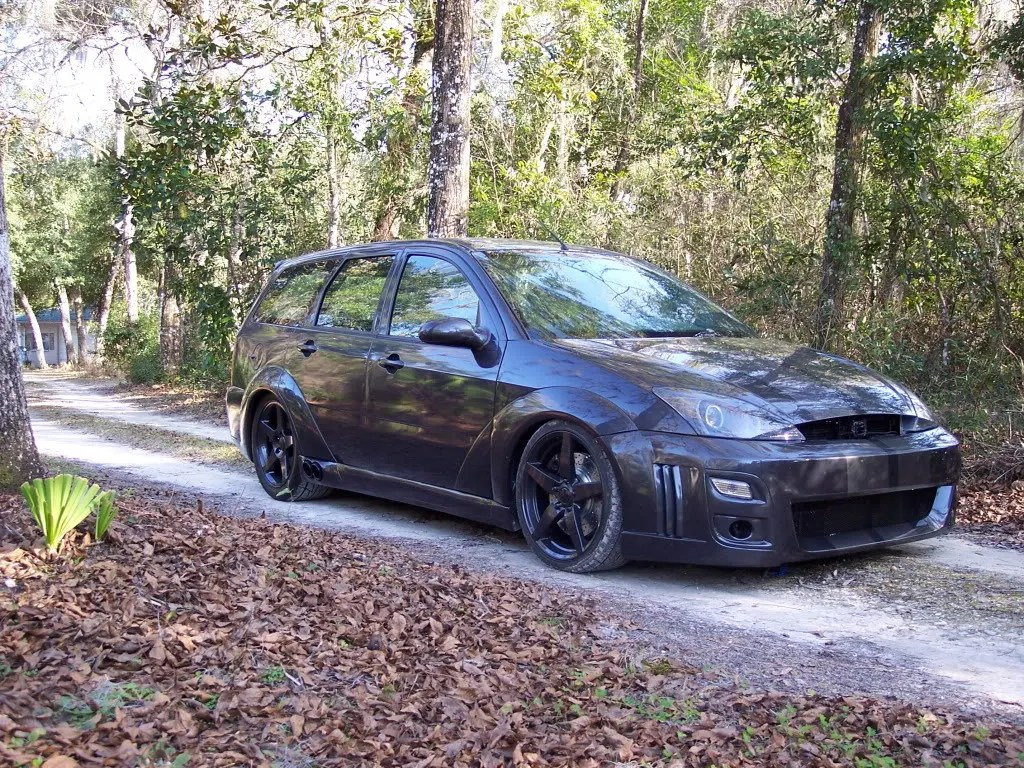 2000 Ford Focus wagon with Mustang V8 engine swap