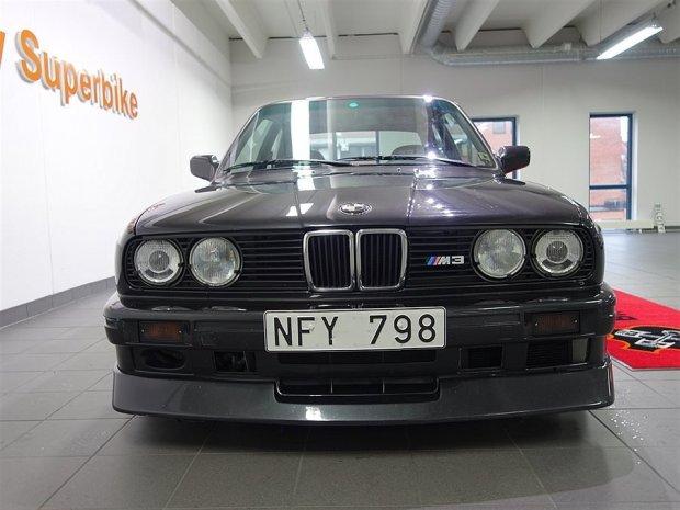 BMW E30 M3 with a M5 V10