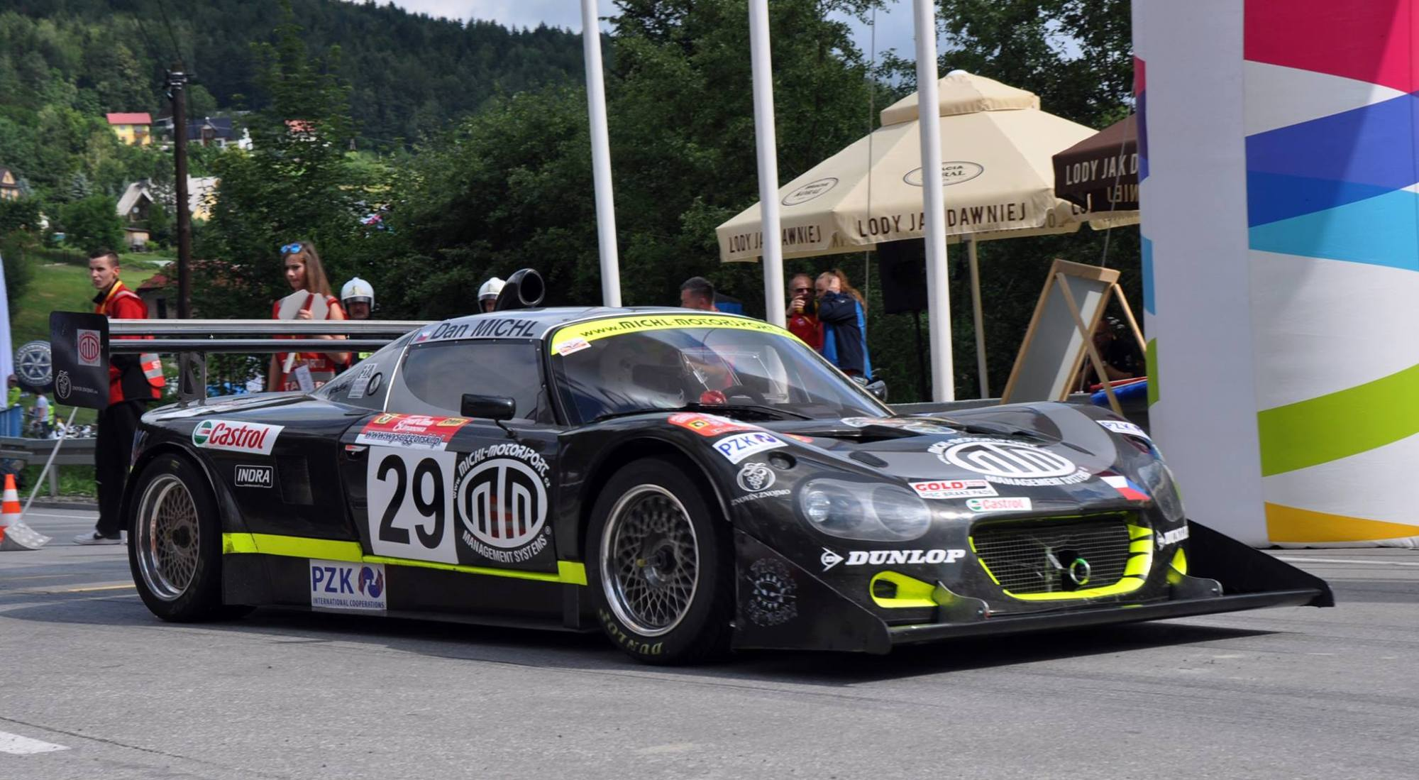 hight resolution of the very light 1 650 lb race car is propelled thanks to a hartley 2 8 l v8 which