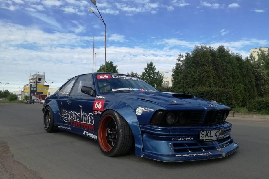 BMW E24 with a M73 V12