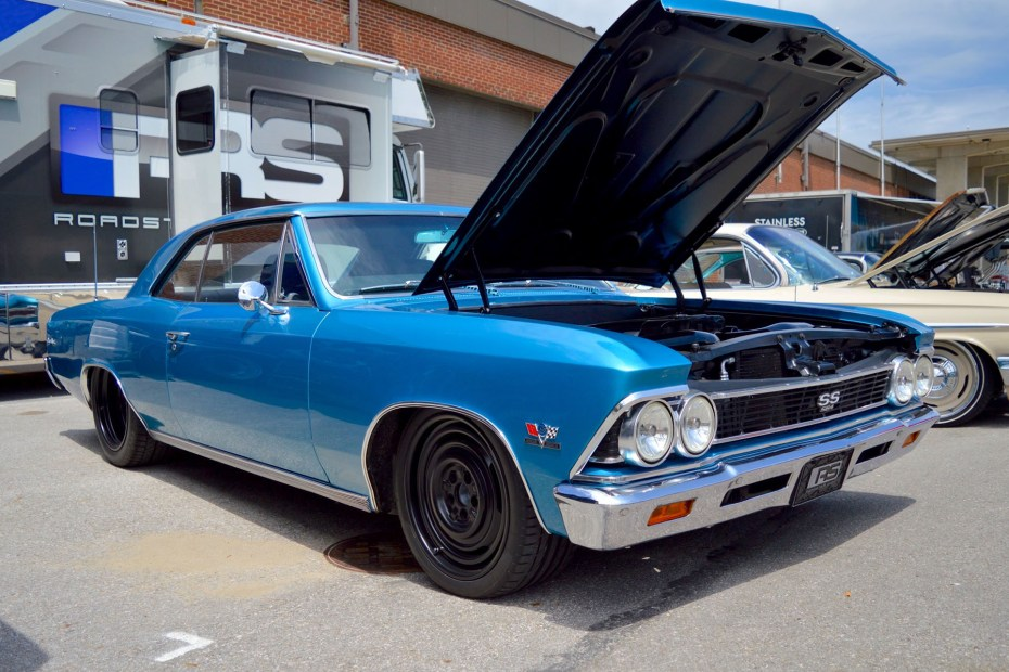 1966 Chevelle with a 7.0 L SB4 V8