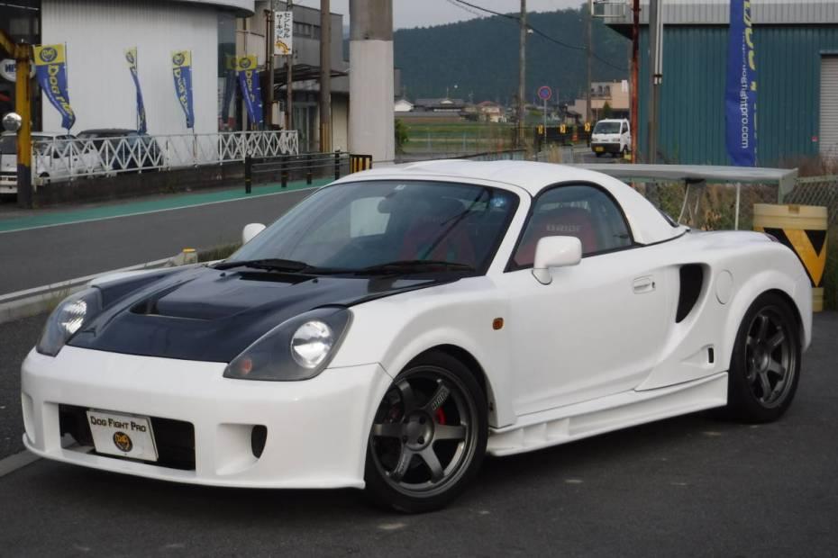 2000 Toyota MR2 with a Honda K20 Inline-Four