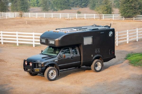 2005 Ford F-450 EarthRoamer camper with turbo Cummins 5.9 L inline-six