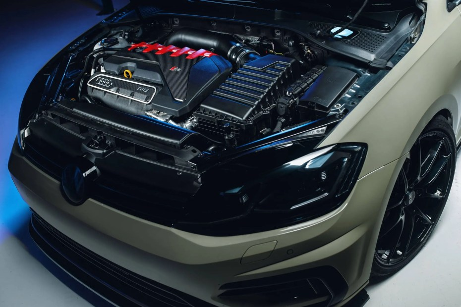 Golf R Mk7 with a turbo 2.5 L inline-five