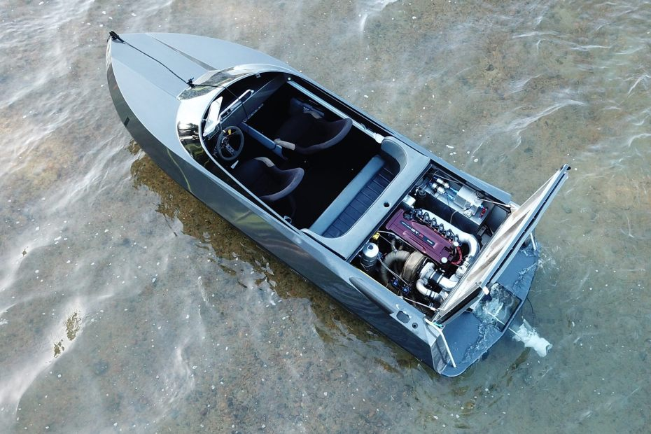 Jet Boat with a turbo 3.4 L RB26-30 inline-six