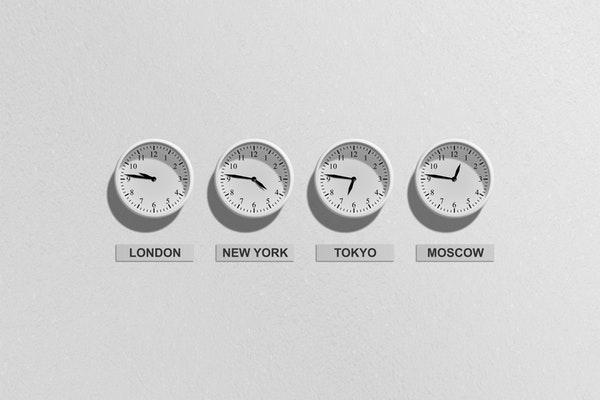 待ち時間や到着時間を確認したいときに使える英語フレーズ