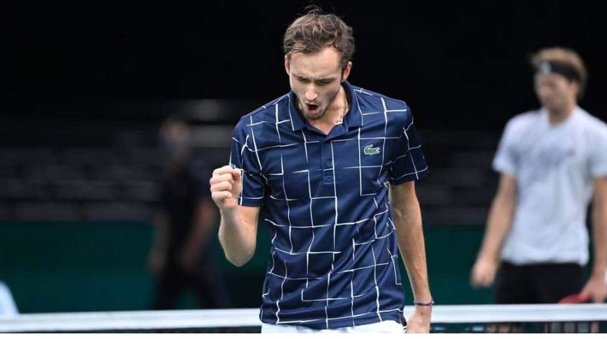 Daniil Medvedev wears down Alexander Zverev in Paris to ...